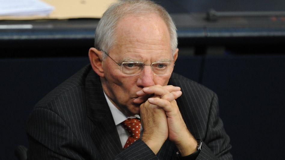 In der Kritik: Ausgerechnet einer verstaatlichten Bank kommen 55 Milliarden Euro abhanden. Über das wieder aufgetauchten Geld kann sich Finanzminister Schäuble nicht wirklich freuen