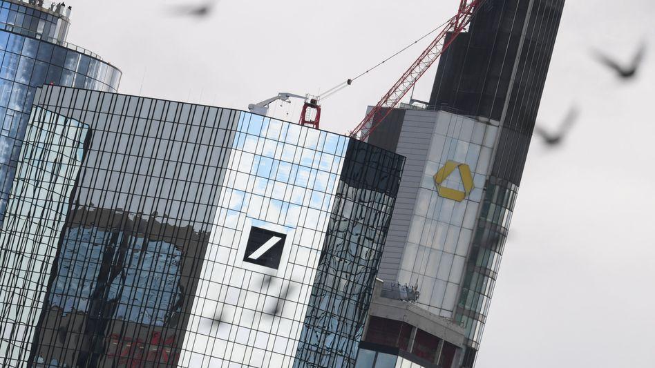 Die Distanz ist größer als es scheint: Deutsche Bank und Commerzbank in Frankfurt