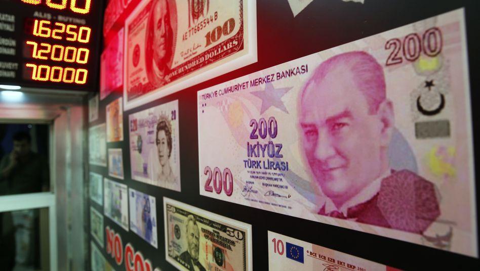 Türkische Wechselstube: Die Lira sinkt am Montagmorgen erneut zweistellig