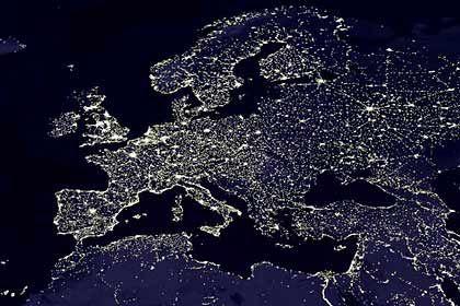 Stabile Lage: Europa bei Nacht