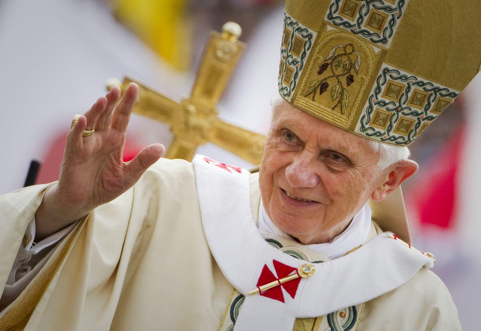 EINMALIGE VERWENDUNG Geheimnisse hinter hohen Mauern - Rom vor der Papstwahl
