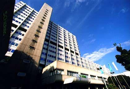 Zu ihrer Zeit modern: Die Konzernzentrale von Schering entstand nach den Plänen der Architekten Kiemle, Kreidt & Partner in den Jahren 1970 bis 1974. Damals galt die Zentrale als recht modern. Die Baukosten beliefen sich auf umgerechnet 30 Millionen Euro.