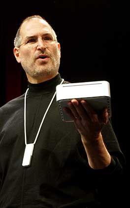 San Francisco: Steve Jobs enthüllt den neuen Mac mini, welcher ohne Maus und Tastatur ausgeliefert wird.