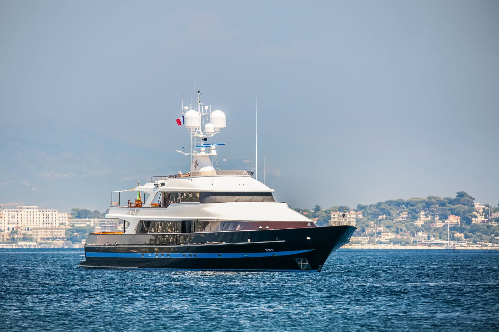 EINMALIGE VERWENDUNG T.M. Blue One / Motoryacht