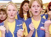 Damals noch fröhlich: Wal-Mart-Angestellte bei der Eröffnung einer Filiale vor vier Jahren, nun ruft Verdi sie zum Streik auf