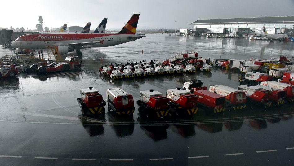 Maschine der Avianca auf dem Flughafen von Bogotá