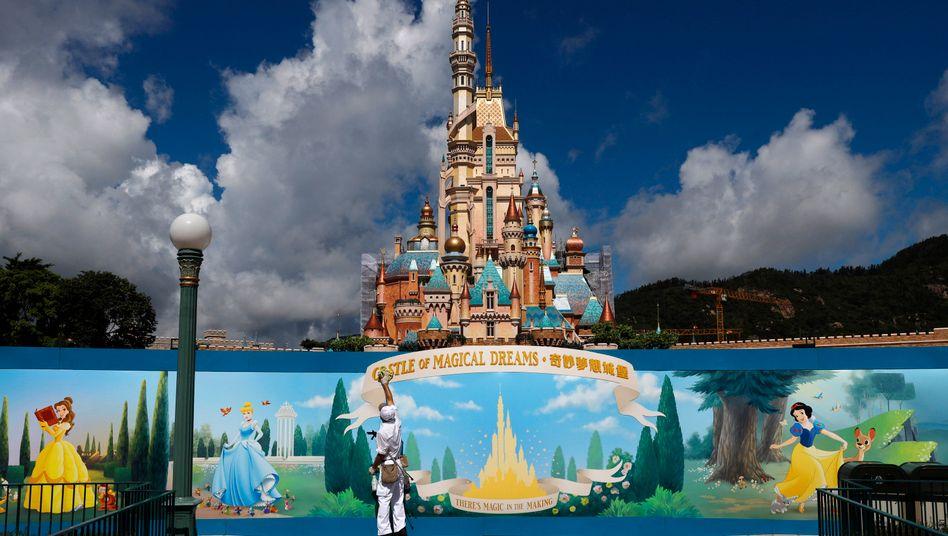 """Besucher Mangelware: Dieser Freizeitpark """"Disneyland"""" in Hongkong war wegen der Corona-Pandemie mehrere Monate lang geschlossen"""