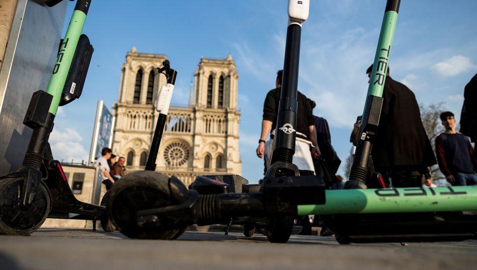 20.000 E-Roller fahren durch Paris