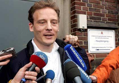 Sichtlich gelöst: Alexander Falk nach seiner Entlassung