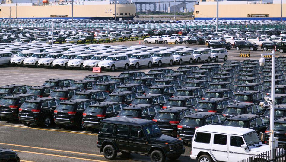 Aus den USA importierte Jeep-Neuwagen in chinesischem Hafen Guangzhou