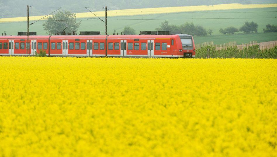 Regionalzug der Deutschen Bahn: Im Regionalverkehr sollen die Preise um rund 2 Prozent für das Ticket steigen, das wird vor allem Pendler treffen
