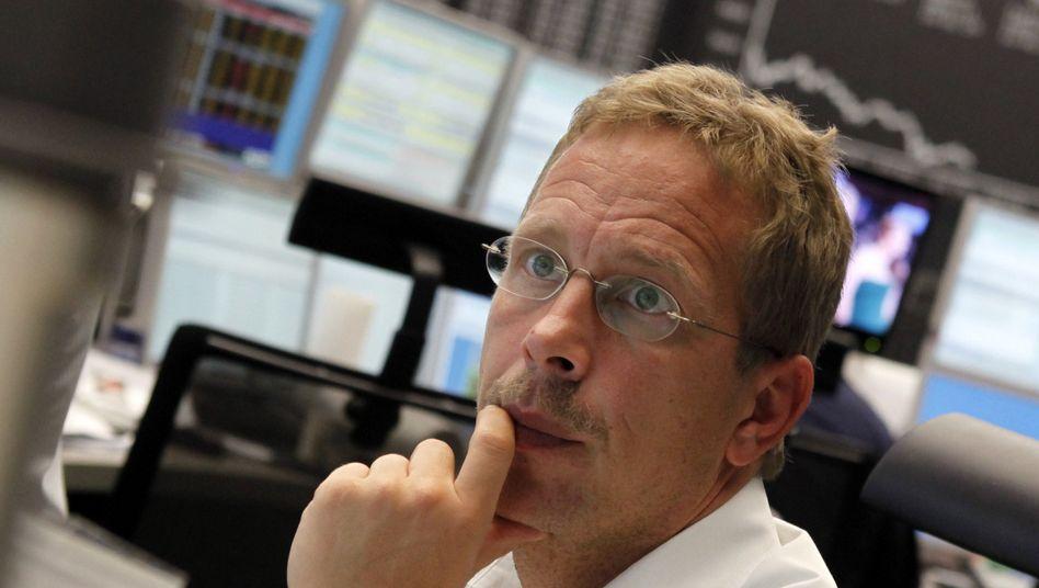 Händler in Frankfurt: Aktien der Deutschen Bank geraten unter Druck
