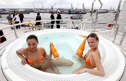 "Baden im Pool am Bug: Die ""QM 2"" hat fünf Swimmingpools"