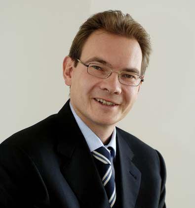 Oliver Mihm, Jahrgang 1967, ist Vorstandsvorsitzender der auf Finanzdienstleister spezialisierten Unternehmensberatung Investors Marketing AG.