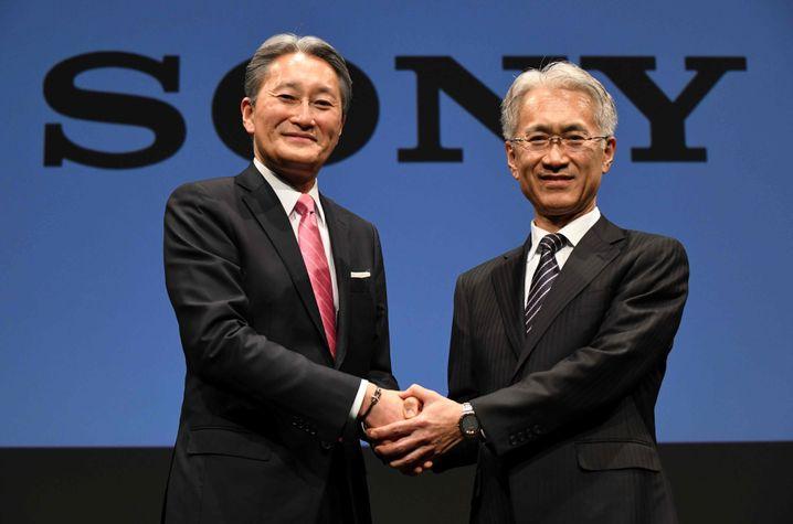Stabwechsel: Sony-Chef Kazuo Hirai (links) wird im April die Führung an den aktuellen CFO Kenichiro Yoshida (rechts) übergeben