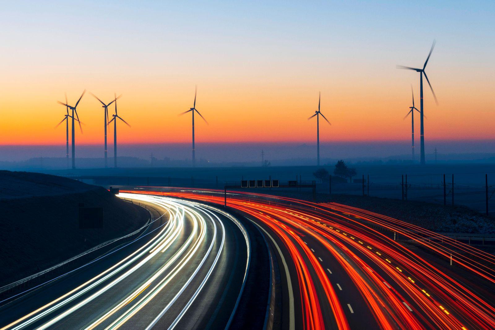 Autobahn A8 mit Windpark, Baden-Württemberg, Deutschland, Europa *** A8 motorway with wind farm, Baden Württemberg, Ger