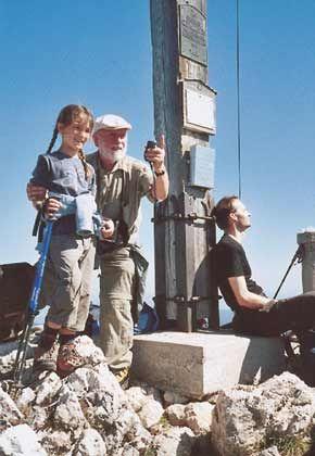Lohn des Aufstiegs: Routenerfinder Ludwiger Graßler am Gipfelkreuz