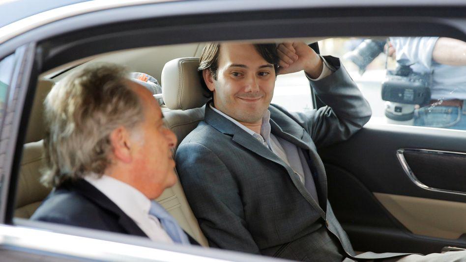 Martin Shkreli (rechts) mit seinem Anwalt Benjamin Brafman (Archivaufnahme, Juni 2017)