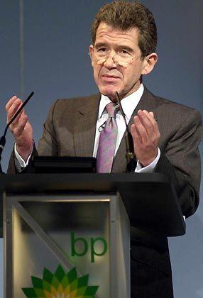 """Lord John Browne Group-CEO BP Gesamtbezüge 2004: 11,1 Mio. Euro (Stoxx-Durchschnitt: 5,9 Mio. Euro) Eigenkapitalrendite nach Eigenkapitalkosten: +13,8% (Stoxx: +10,1%) Wertschöpfung nach Eigenkapitalkosten: +8,3% (Stoxx: +1,3%) Gesamtbezüge-Platzierung im Stoxx-Vergleich: Rang 4 """"Pay for Performance""""-Platzierung im Stoxx-Vergleich: Rang 19"""