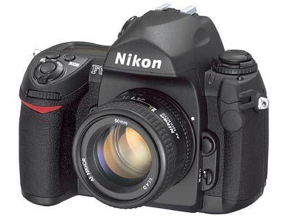 Nach acht Jahren eine neue analoge Spiegelreflexkamera: Die F6 kostet 2000 Euro