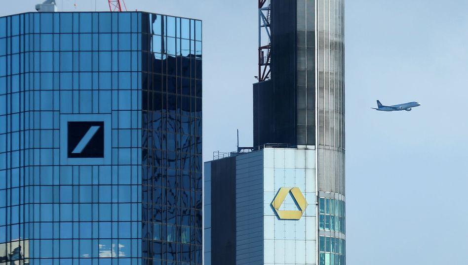 Keine Glanzlichter in der Bankenlandschaft: Die Deutsche Bank wird für das vergangenen Jahr einen Milliardenverlust ausweisen, die Commerzbank schafft wohl unter dem Strich ein überschaubares Plus