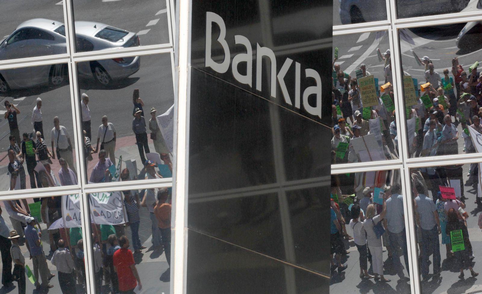 SPAIN-BANKS/DECREE