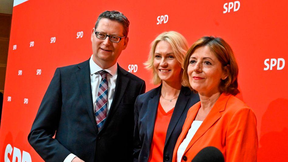Das neue SPD-Führungstrio: Thorsten Schäfer-Gümbel, Parteivorsitzender der SPD Hessen, Manuela Schwesig, Ministerpräsidentin von Mecklenburg-Vorpommern und Malu Dreyer (m.), Ministerpräsidentin von Rheinland-Pfalz