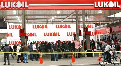 Go West: Eröffnung einer Lukoil-Tankstelle in New York