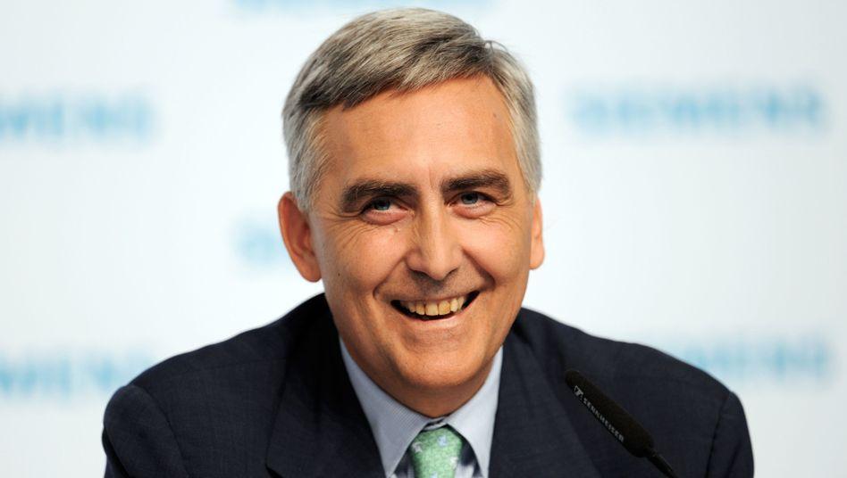 Verdient ordentlich: Siemens-Chef Peter Löscher erhält für das abgelaufene Geschäftsjahr eine Gesamtvergütung von 10,1 Millionen Euro und rückt damit in die Spitze der Dax-Vorstände auf