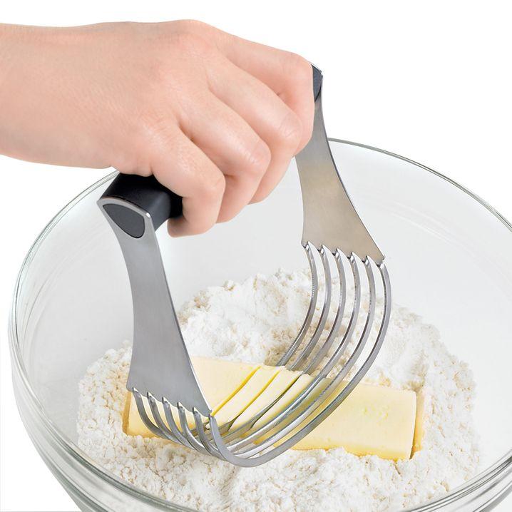 Für kalte Butter praktisch: Teigmisser von Cuisipro