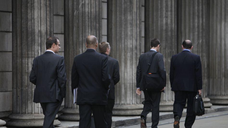 Auf den Stufen der Bank of England: Der Einfluss der Institution, die einst ihre Eigenständigkeit unter Labour gewann, wächst wieder