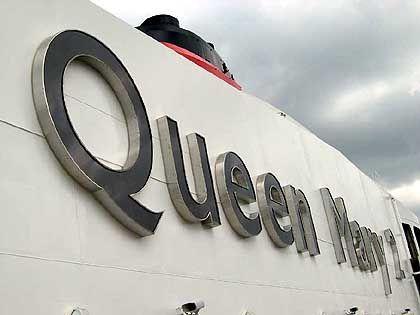 """""""Queen Mary 2"""": Der größte beleuchtete Schriftzug auf See"""