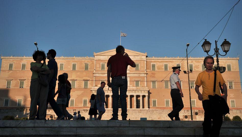 Parlament in Athen: Die Reformen kommen nicht voran - die Troika verliert die Geduld