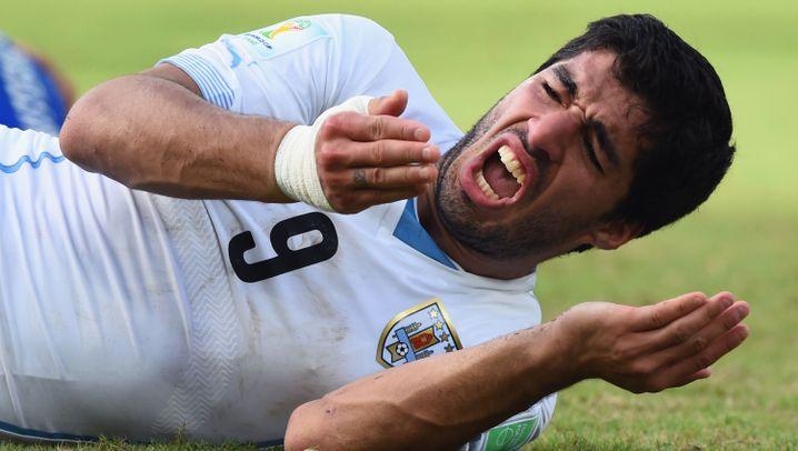 Suárez gegen Chiellini: Die Beißattacke in Bildern