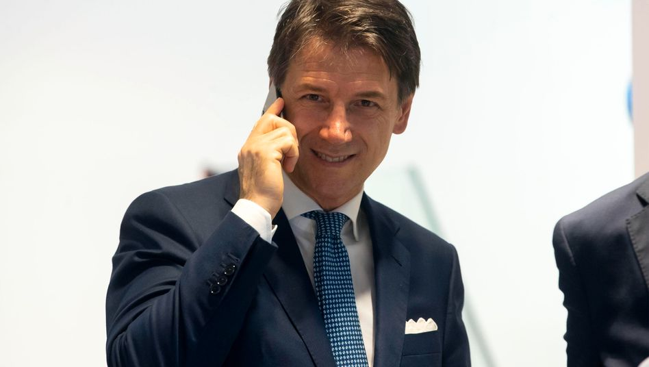 Der parteilose Premier Giuseppe Conte kann in einer neuen Regierung weitermachen. Fünf Sterne und Sozialdemokraten bilden die neue Regierung, Lega-Chef Salvini muss in die Opposition.