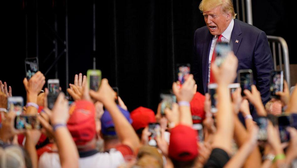 Querschüsse, Drohungen, Überraschungen: US-Präsident Donald Trump macht Wahlkampf.