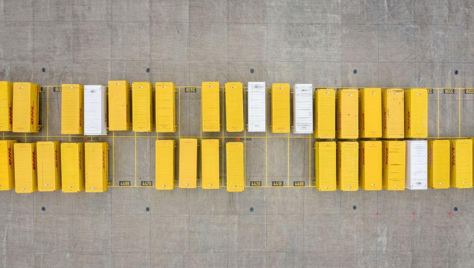 Ungebrochener Boom: Container auf dem Gelände des DHL-Paketzentrums in Bochum