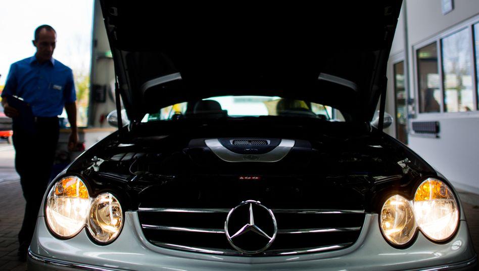 Dax fällt weiter: Der Euro ist auf Rekordjagd, und Autotitel sind stark unter Druck