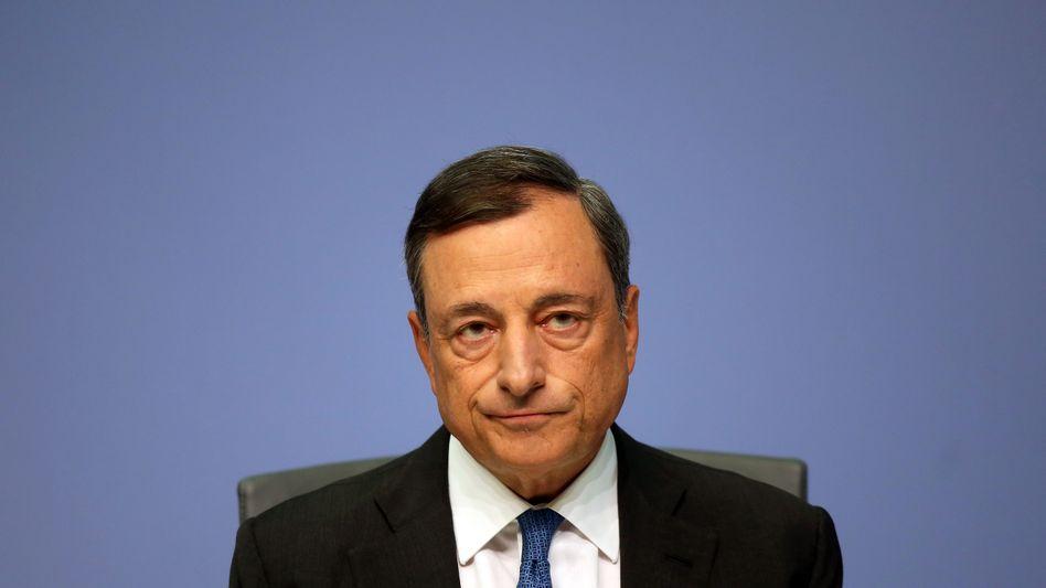 EZB-Präsident Mario Draghi steht wegen seiner Null-Zins-Politik besonders in Deutschland in der Kritik. Nun fordern CSU-Politiker einen Deutschen an der EZB-Spitze.