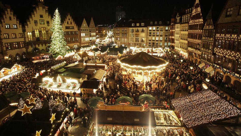 Weihnachtsmarkt in Frankfurt am Main: Am Heiligabend leuchten in Deutschland 8,5 Milliarden Deko-Lämpchen
