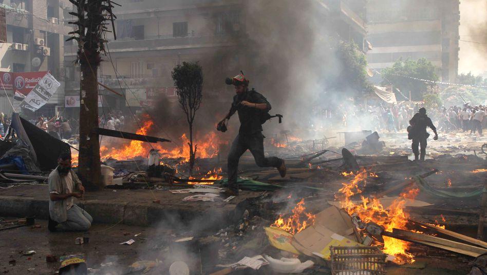 Chaos in Kairo: Nach Regierungsangaben sind 525 Menschen bei den Ausschreitungen getötet worden - in Wahrheit dürften es aber mehr sein