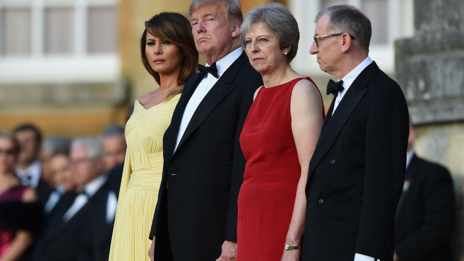 "Donald Trump, Theresa May (beim Staatsbesuch in London im Juli): Brexit-Deal ""wäre sehr negativ"""