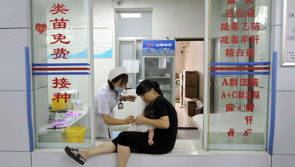 Kleinkind-Impfung in China: Der Hersteller Changchun Changsheng Life Sciences (CCLS) sorgte mit gepanschten Impfstoffen für einen Skandal