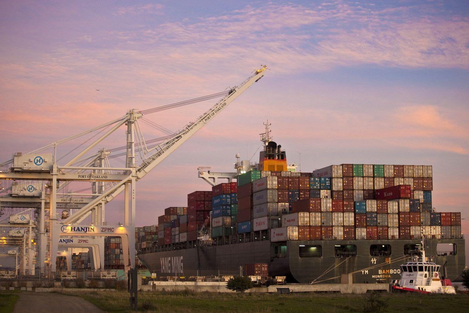 THEMA mmO: Außenhandel / Oakland (USA) / Containerschiff / Export / Handel