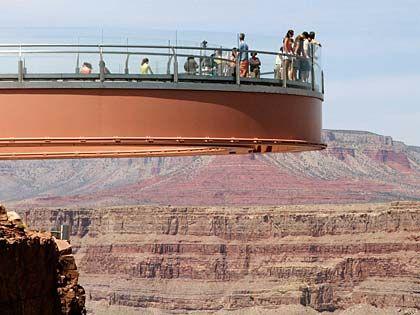 Imposantes Bauwerk: Der Grand Canyon Skywalk gilt als höchster Balkon der Welt