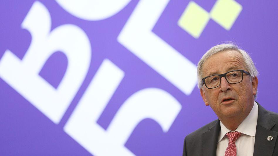 Jean-Claude Juncker: Unternehmen aus der EU kann es bei Strafe verboten werden, sich an die US-Sanktionen gegen den Iran zu halten. Für mögliche Verluste würden die Unternehmen gleichzeitig entschädigt