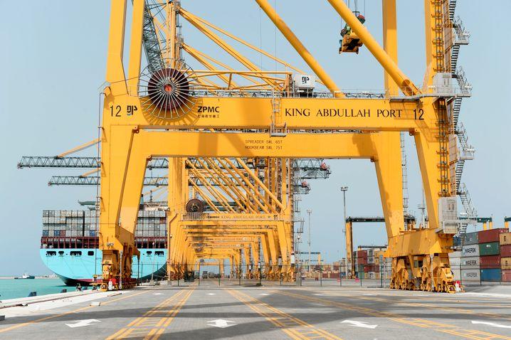 Auf dem Weg zum Suezkanal: Das erste Containerterminal am King Abdullah Port nördlich vom Dschidda ist fertig