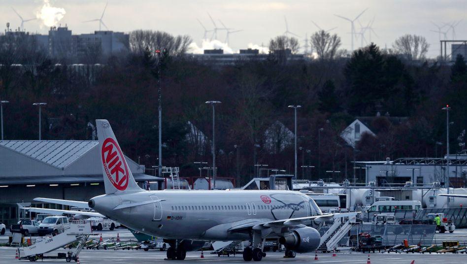 Niki-Flieger in Düsseldorf: Bei der Air-Berlin-Tochter bangen 1000 Mitarbeiter um ihre Jobs.
