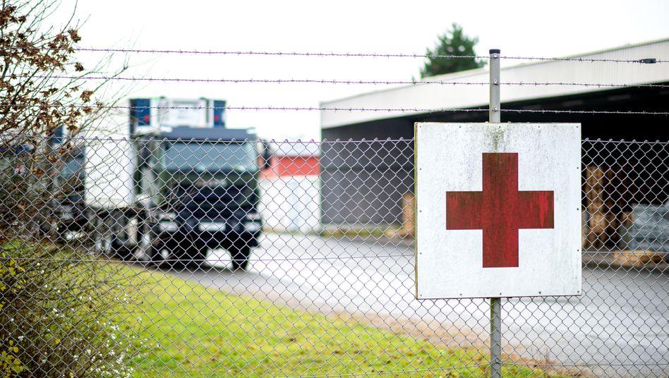Zentrales Impfstofflager: Lastwagen der Bundeswehr auf dem Gelände der Artlandkaserne im niedersächsischen Quakenbrück