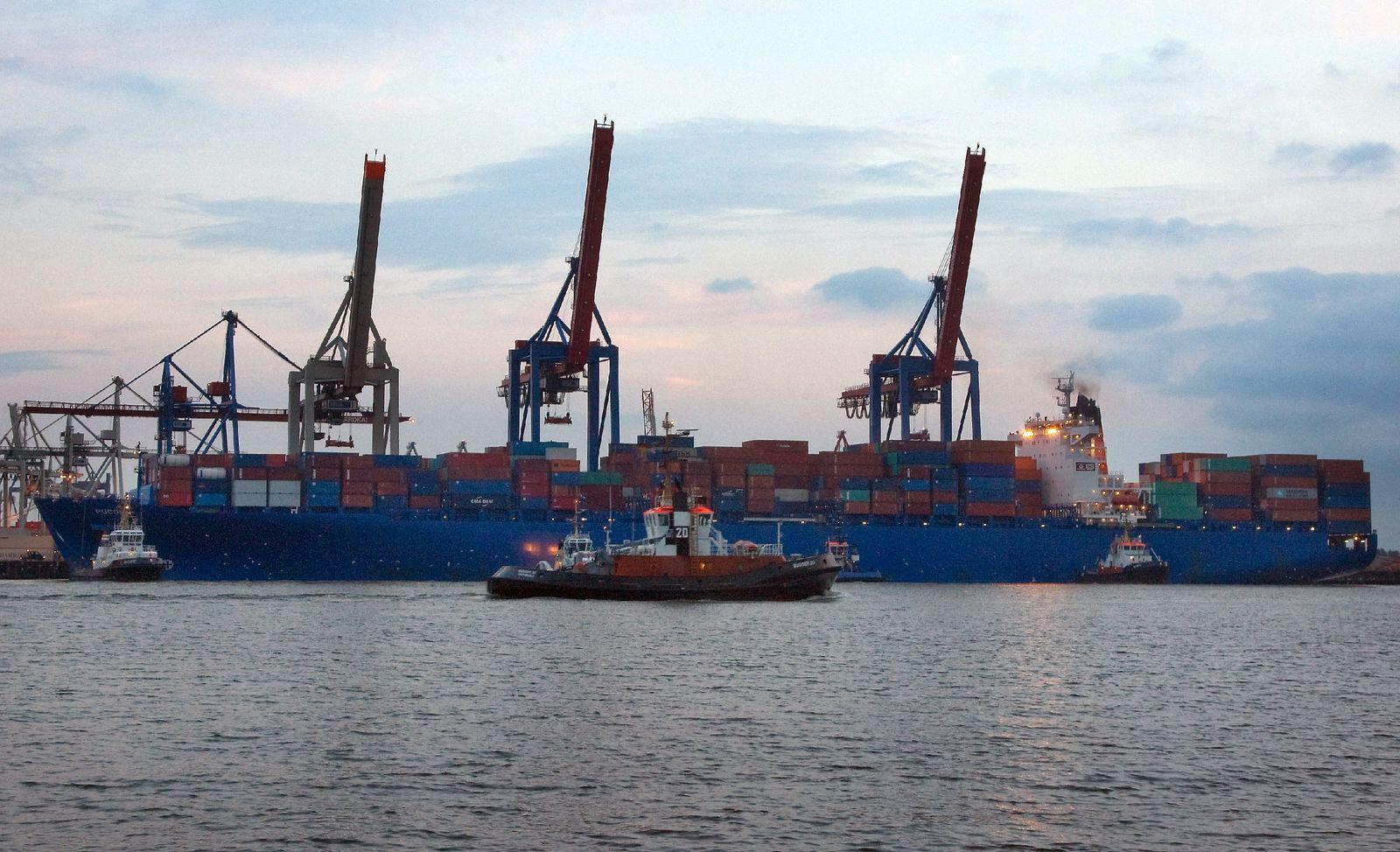 Unwetter über Hamburg - Schiff reißt sich los